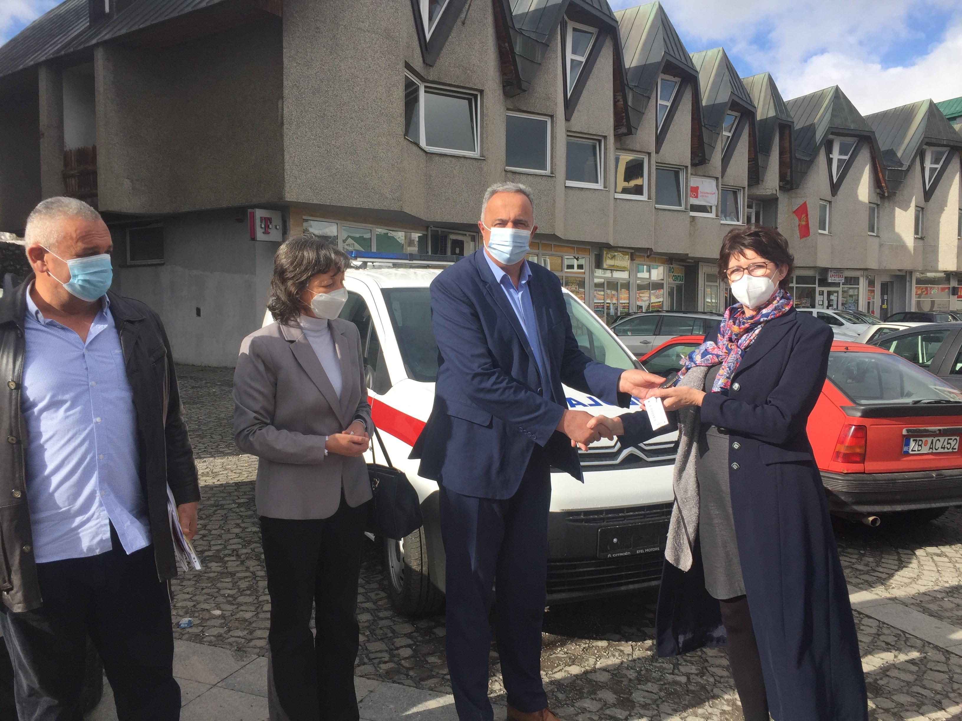 Sanitetsko vozilo, donacija Ambasade Republike Bugarske, uručeno Zdravstvenoj stanici Žabljak